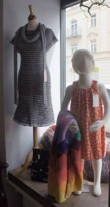Strickkleid und Jerseykleidchen