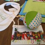 Baby Geschenke - Lätzchen, Ball / baby gifts - bib, ball / nguf