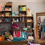 Hands Gallery Regale