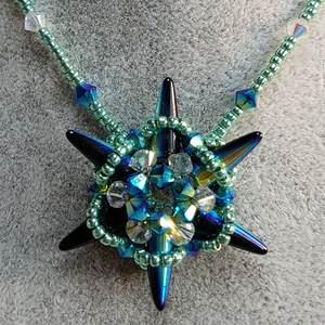 Sternenkollier aus Perlen