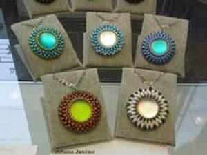 Leuchtblume Anhänger aus Perlen selber machen