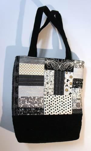 Patchwork Handtasche schwarz-weiß