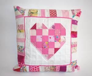 Herzkissen in rosa und weiß