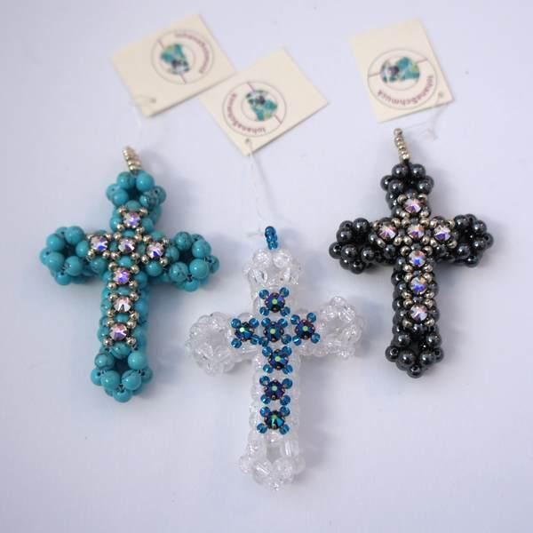 Kreuz aus Perlen - handgemacht