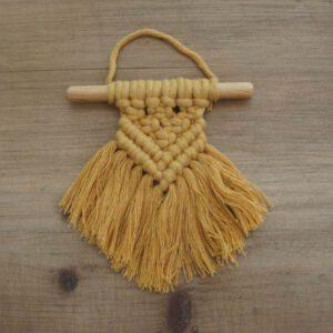 Wanddeko aus Makramee