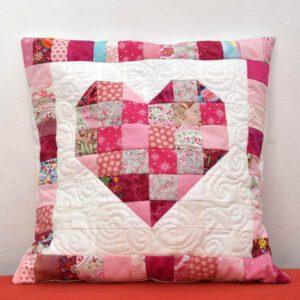 Patchworkkissen Herz in rosa