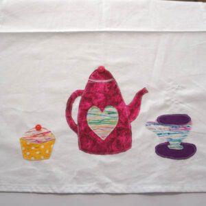 Geschirrtuch appliziert mit Teekanne, Tasse und Muffin